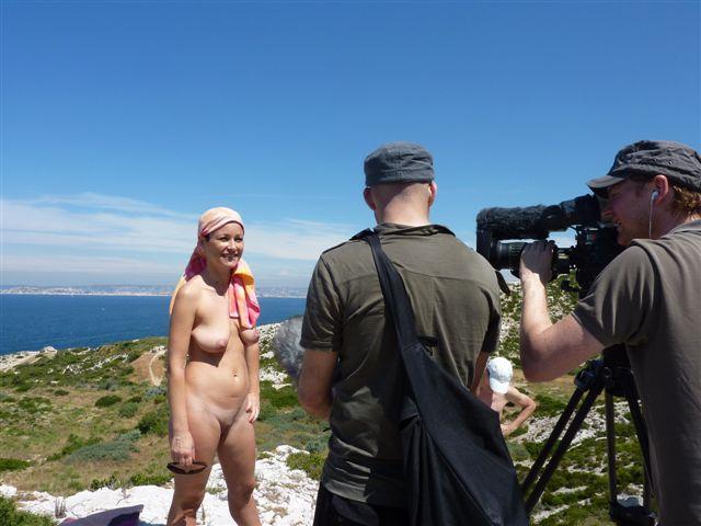 Reportage Thalassa sur le naturisme en liberté dans les Calanques (14 juin 2010)