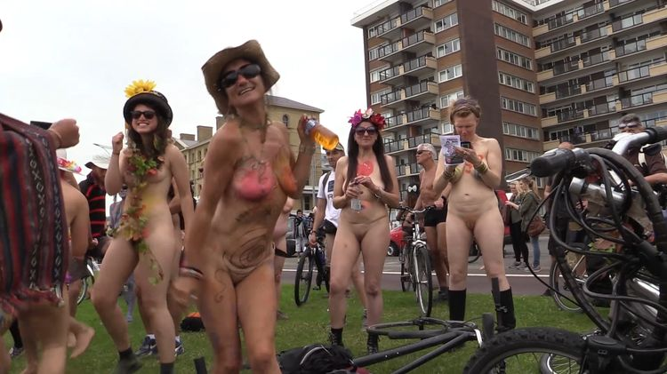2015 World Naked Bike Ride Brighton 1er arrêt partie 3 de 7