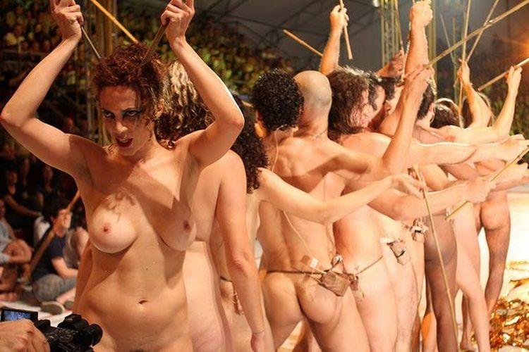 Uzyna Uzona la troupe de theatre nue à Liege en janvier 2012