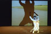 Olivier danse nu dans les centres naturistes