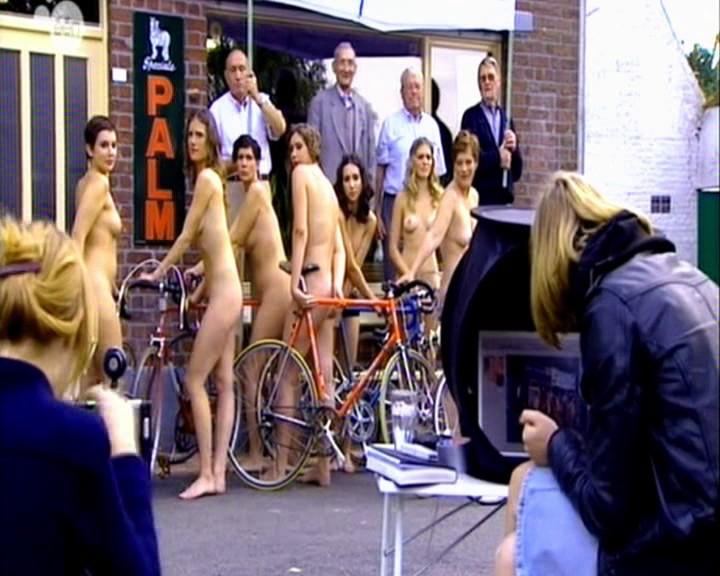 De Naacktkalender – Calendrier nu à la TV belge flamande – 1