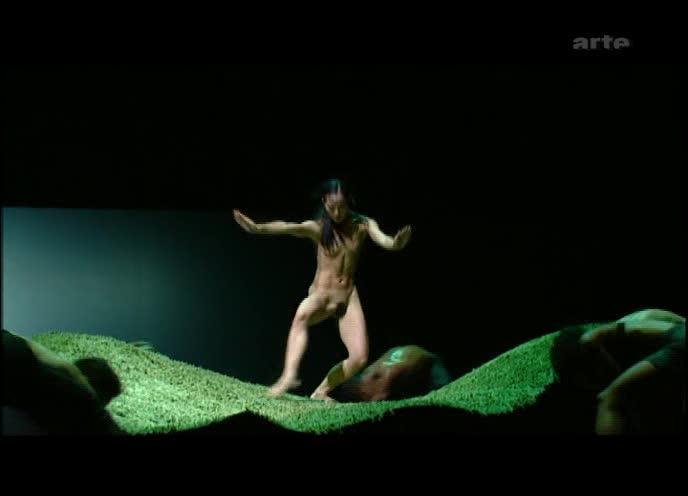 Preljocaj expose les corps nus aux troubles du ciel et de la terre