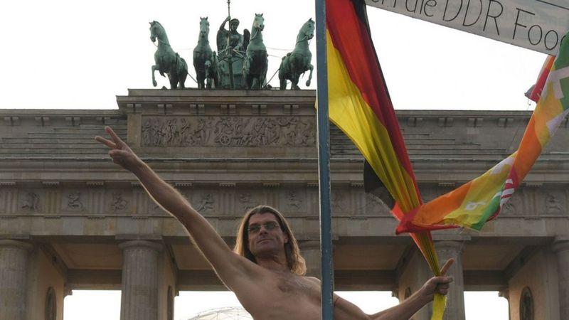 Pourquoi les allemands adorent être nus en public