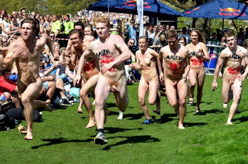 La course nue des étudiants de l'université aarhus au Danemark