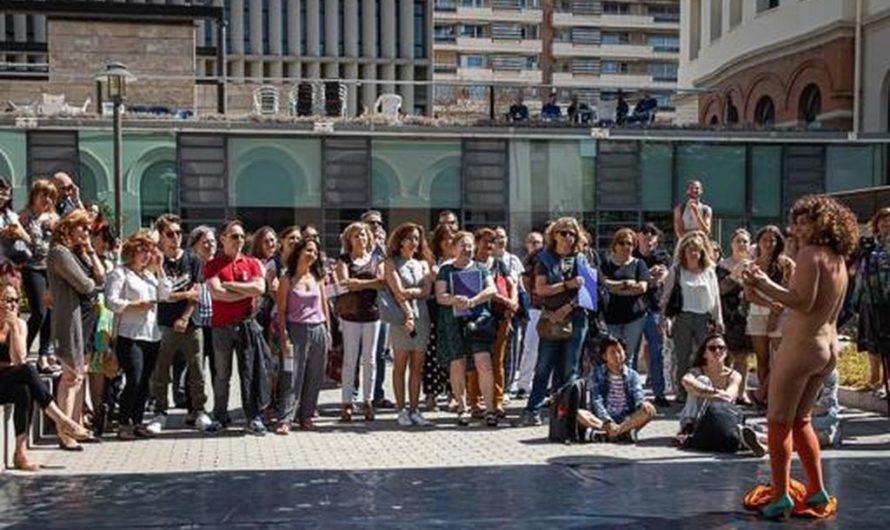 La Generalitat subventionne un spectacle nudiste mettant en vedette une femme à l'Université de Valence (espagne)