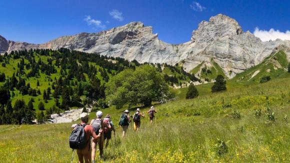 En randonnée, Nu dans la Drôme pour se sentir libre.