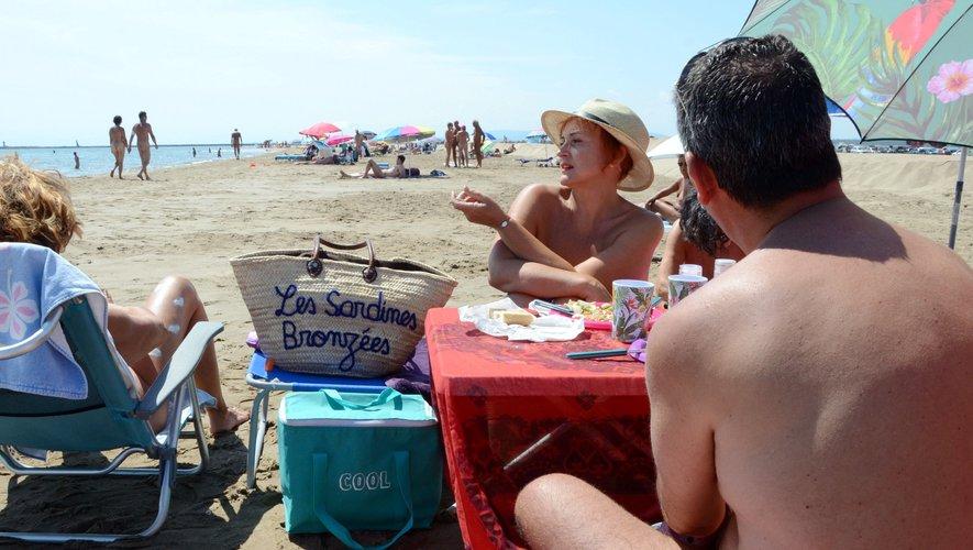 Aude : immersion sur la plage naturiste de Mateille à Gruissan