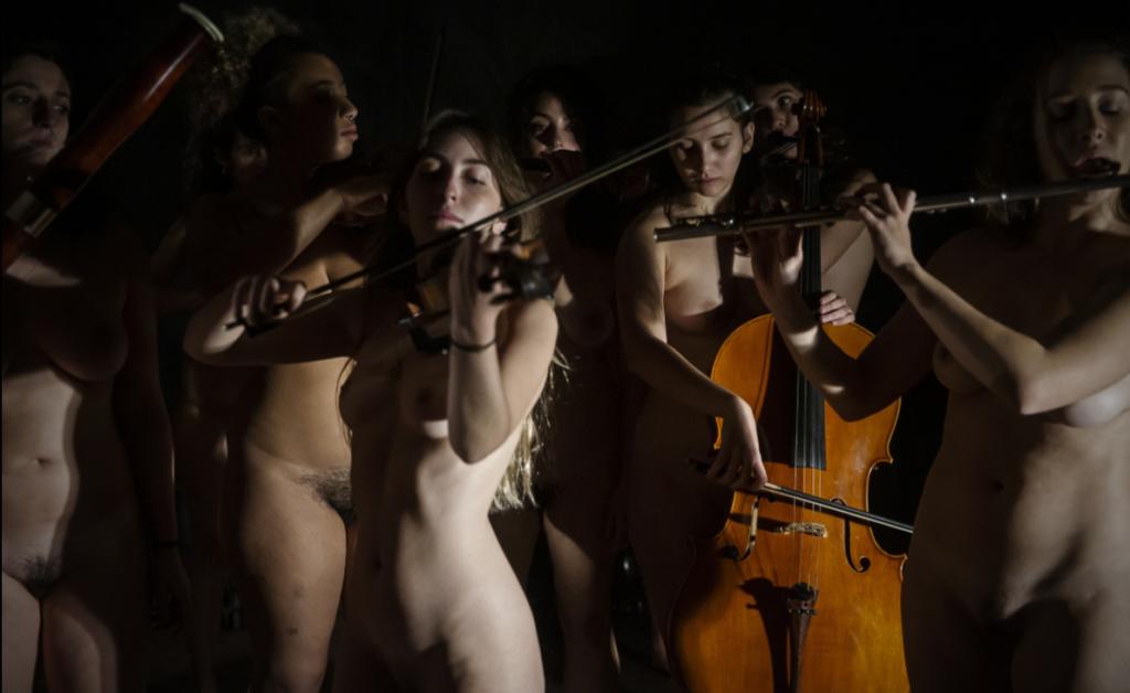 30 femmes nues pour un spectacle classique le 29 Octobre 2021 (Hollande)