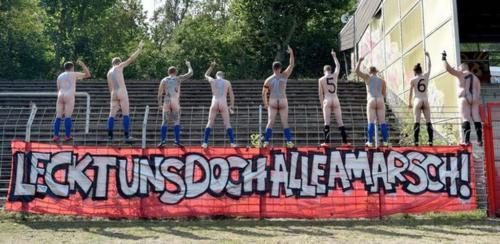 2020-09-naked-football-01