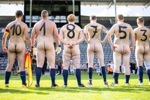 2020-09-naked-football-04
