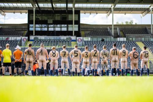 2020-09-naked-football-05
