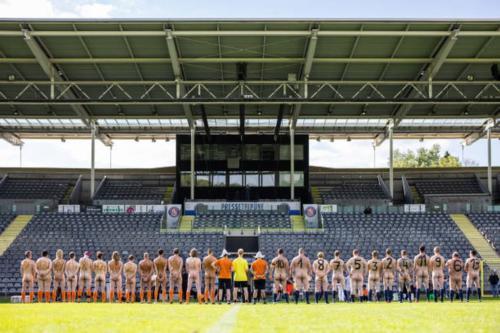2020-09-naked-football-07