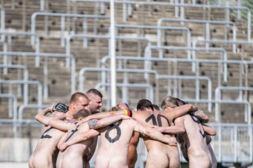 2020-09-naked-football-08
