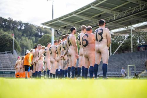 2020-09-naked-football-09