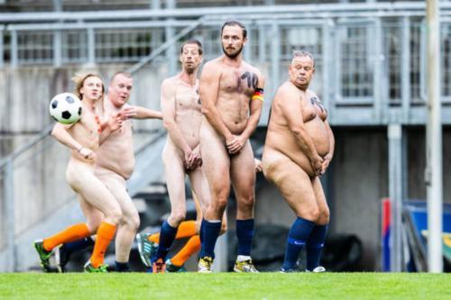 2020-09-naked-football-11
