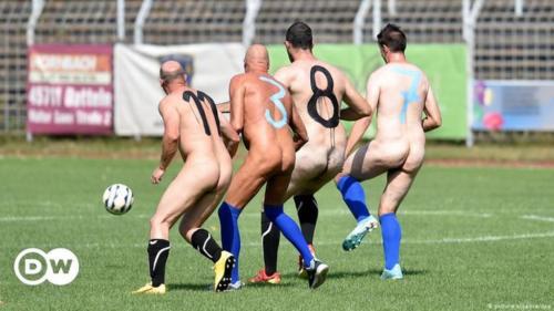 2020-09-naked-football-13
