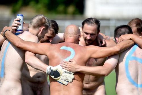 2020-09-naked-football-14