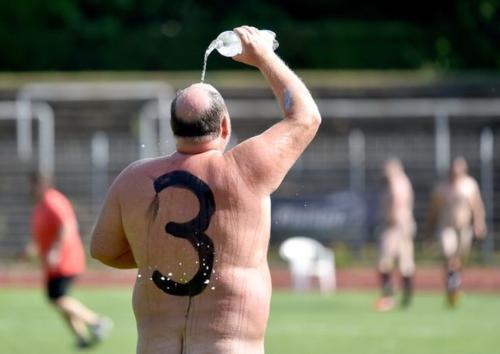 2020-09-naked-football-15