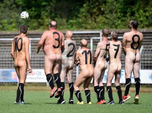 2020-09-naked-football-16