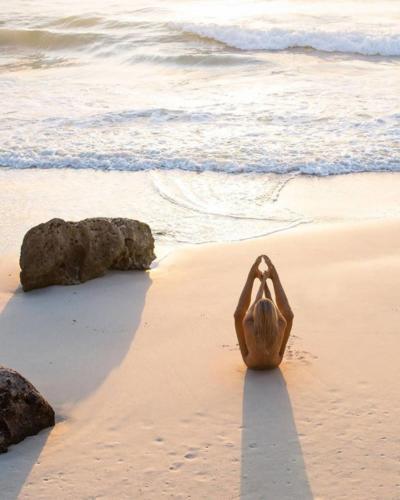 nude-yoga-girl-011