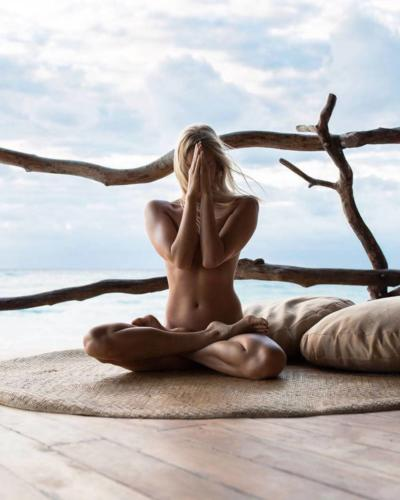nude-yoga-girl-013