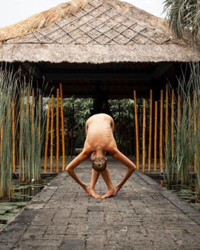 nude-yoga-girl-014