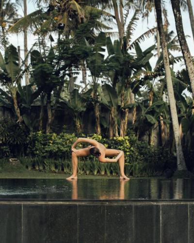 nude-yoga-girl-015