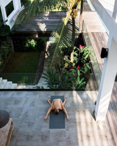 nude-yoga-girl-016