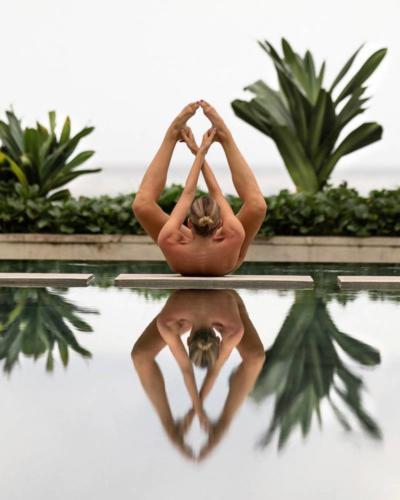nude-yoga-girl-019