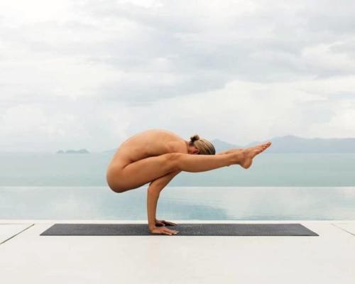 nude-yoga-girl-030